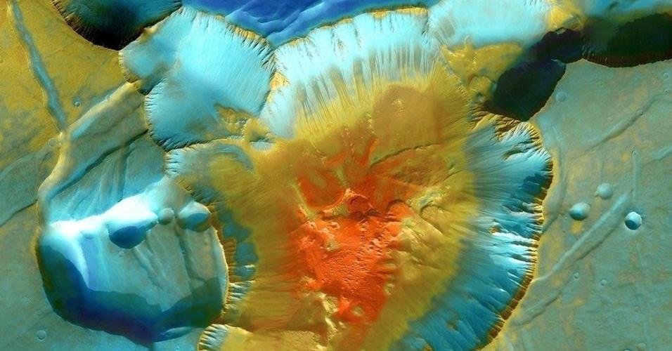 3.dez.2014 - Imagem mostra junção de cânions em Marte. Com a curadoria de artistas, fotógrafos e editores de fotografia, a Nasa reuniu uma série de imagens para compor a