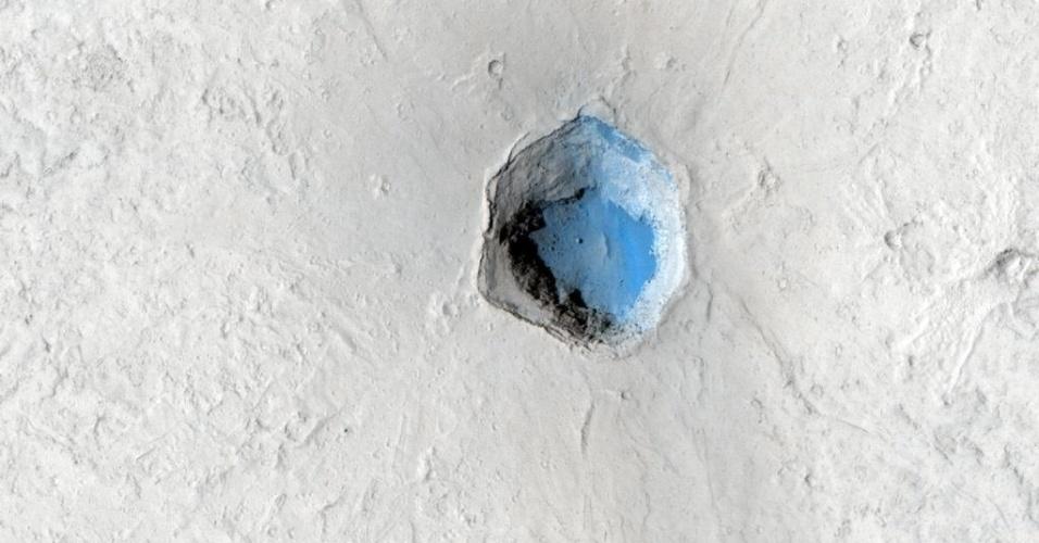 3.dez.2014 - Imagem mostra pequeno vulcão sobreposto nos flancos de Cerberus Tholi, em Marte. Com a curadoria de artistas, fotógrafos e editores de fotografia, a Nasa reuniu uma série de imagens para compor a