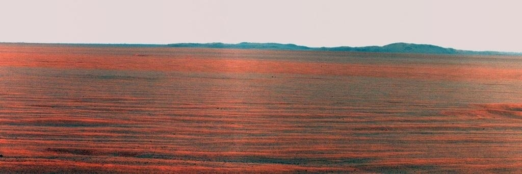 3.dez.2014 - Imagem obtida pelo robô Opportunity mostra o leste da cratera Endeavour, em Marte. Com a curadoria de artistas, fotógrafos e editores de fotografia, a Nasa reuniu uma série de imagens para compor a