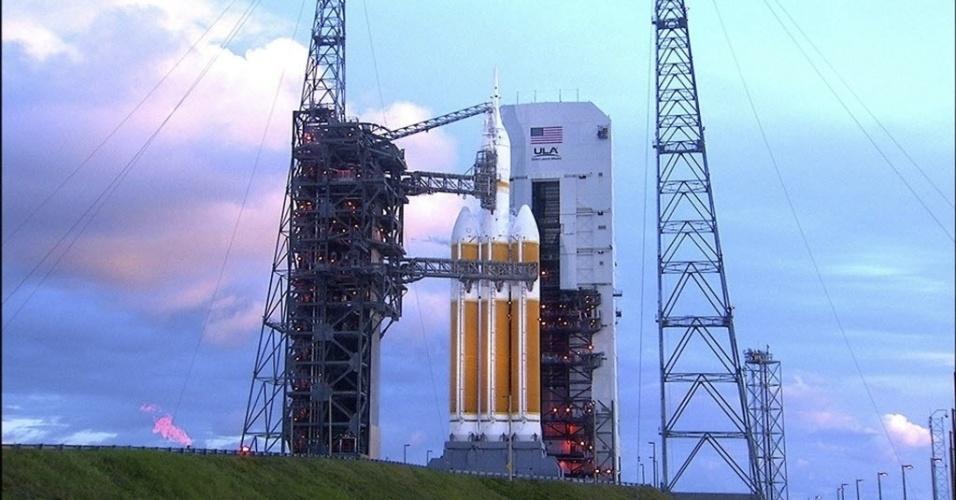 4.nov.2014 -  A Nasa (agência espacial americana) adiou o lançamento da cápsula espacial Orion para sexta-feira (5) devido a problemas na válvula de combustível e drenagem do foguete Delta 4. A previsão é que o lançamento, que estava previsto para hoje, seja realizado às 7h05 (10h05, no horário de Brasília). A missão, que era pra ser lançada de Cabo Canaveral, na Flórida, foi adiada por quatro vezes nesta quinta-feira (4) por causa da presença de um barco nas águas do litoral da Flórida, um problema com o foguete e rajadas de vento