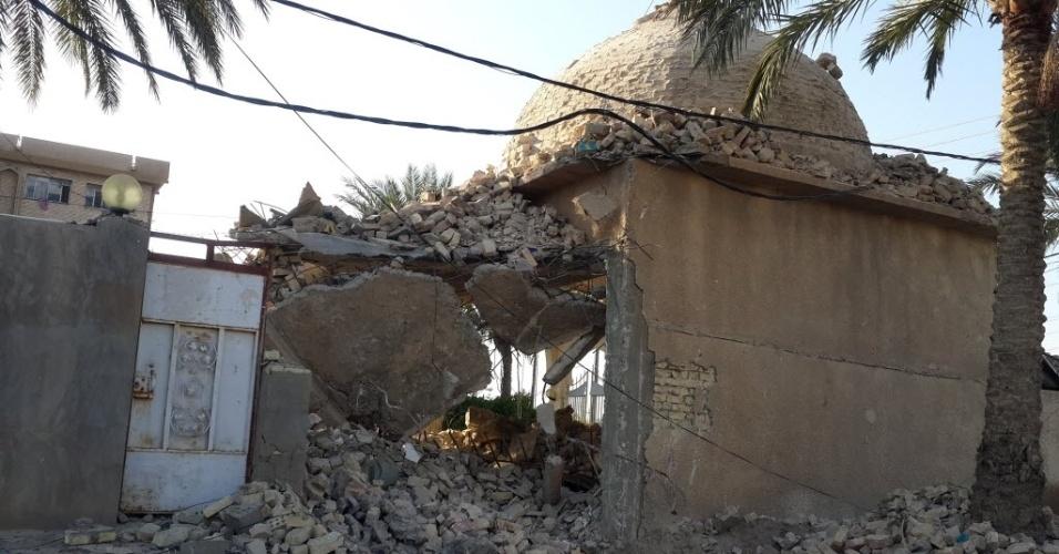 7.dez.2014 ? Uma mesquita foi destruída neste domingo (7) após bombardeio da Força Aérea iraquiana na tentativa de atacar o grupo Estado Islâmico (EI) na cidade de Fullujah, em Bagdá, no Iraque. Confrontos do EI executaram 12 milicianos xiitas ao norte de Bagdá, após intensos combates pelo controle de uma aldeia rural