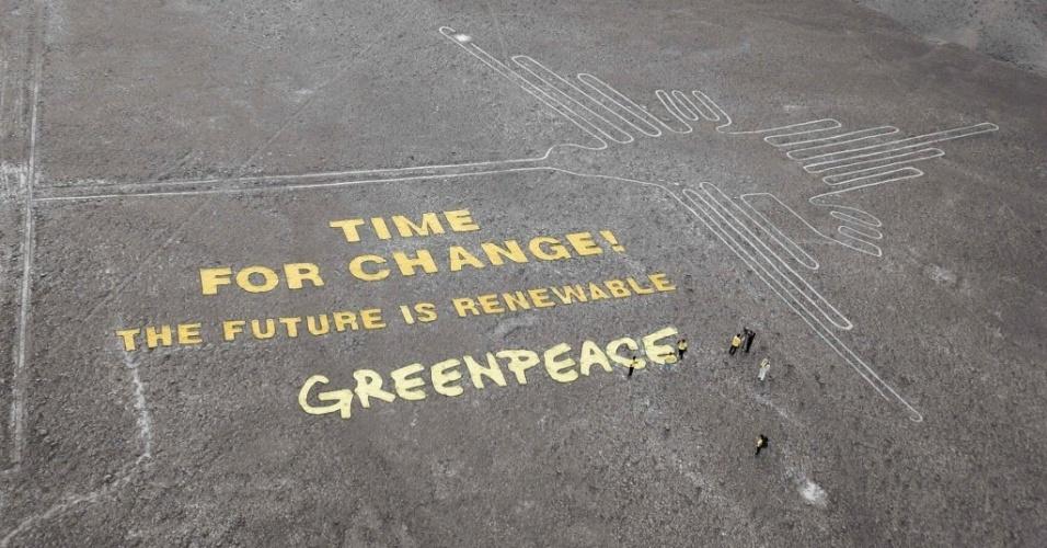 8.dez.2014 - Ativistas do Greenpeace deixaram a mensagem
