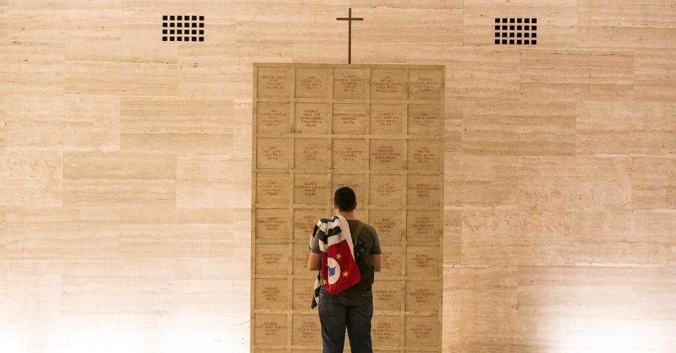 9.dez.2014 - O Obelisco do Parque Ibirapuera, mausoléu dos combatentes da Revolução de 32, é tombado como patrimônio histórico da capital e do Estado e guarda os restos mortais de combatentes da Revolução de 1932, dentre eles Martins, Miragaia, Dráuzio e Camargo (M.M.D.C)