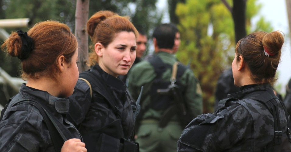 Militares curdas... câmbio, desligo!
