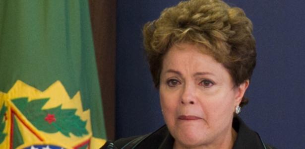 Dilma chorou ao discursar nesta quarta-feira (10) durante cerimônia com a Comissão Nacional da Verdade - Ed Ferreira/ Estadão Conteúdo