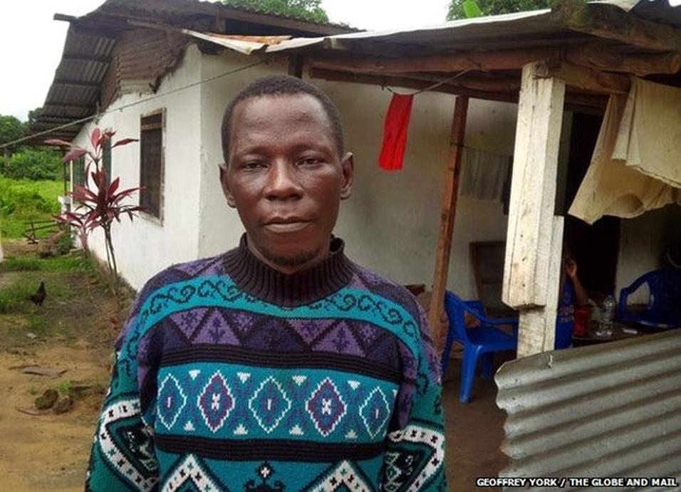 11.dez.2014 - Foday Gallah dirige uma ambulância em Monrovia e leva os casos suspeitos de ebola para centros de tratamento do MSF