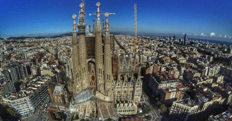 Na opinião de Dupin, a fotografia por drones pode transformar comunidades. (Sagrada Família, Barcelona, Espanha)