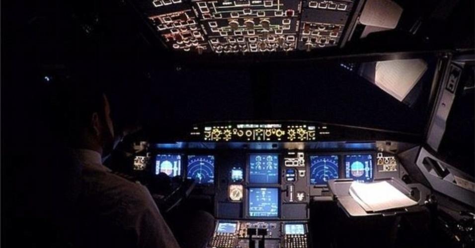 Pilotos quebram regras de seguran as para fazer imagens for Cabine disney forte deserto