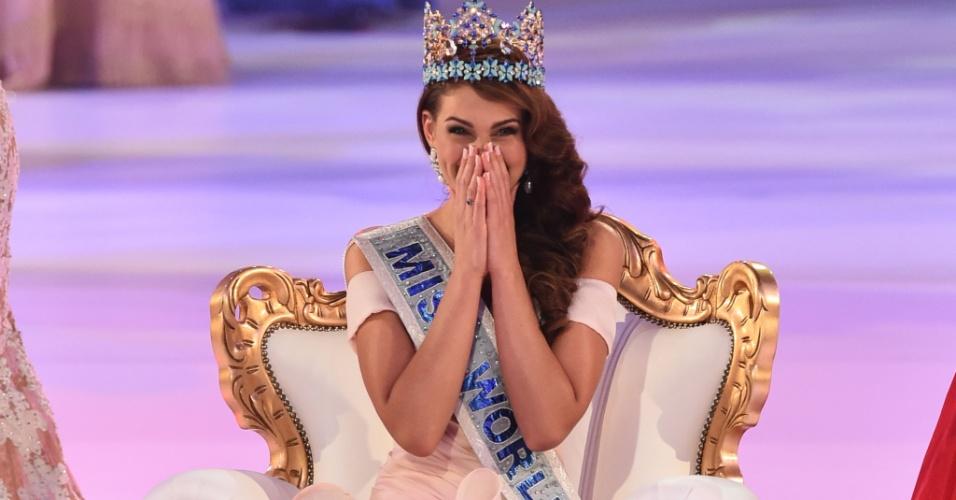14.out.2014 - A Miss África do Sul Rolene Strauss se emociona após ser coroada Miss Mundo 2014, em Londres, Inglaterra