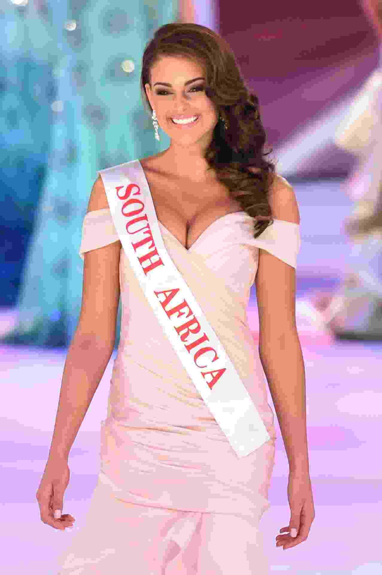 14.dez.2014 - A Miss África do Sul Rolene Strauss, uma das favoritas para ganhar o Miss Mundo 2014, desfila durante o evento, em Londres, Inglaterra. Ela foi a vencedora do concurso - Leon Neal/AFP