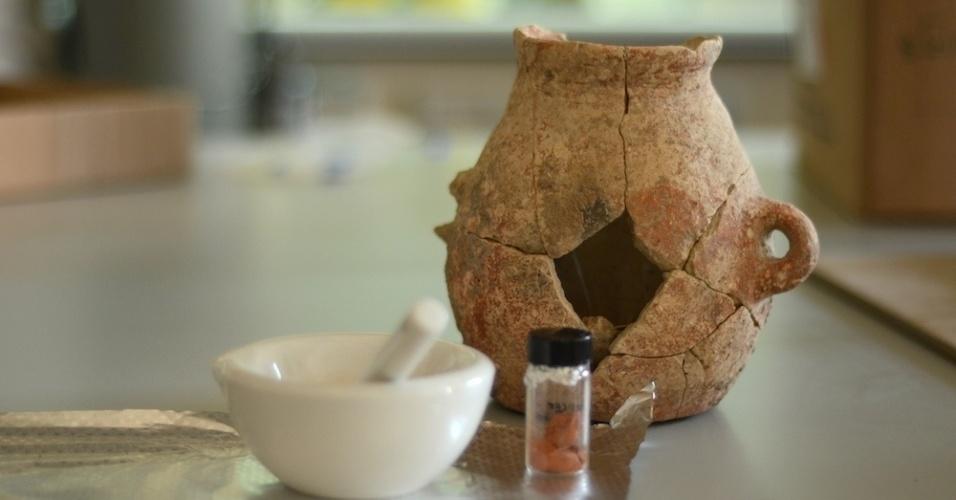 18.dez.2014 - Pesquisadores descobriram azeite de 8.000 anos em vasos de barro que datam do século 6.000 a.C. durante escavação em En Zippori, na baixa Galileia, no norte de Israel, em obras de ampliação de uma rodovia que duraram até o ano passado. A descoberta não foi intencional. As análises mostraram que a cerâmica contendo azeite remonta ao período Calcolítico precoce, uma fase da Idade do Bronze