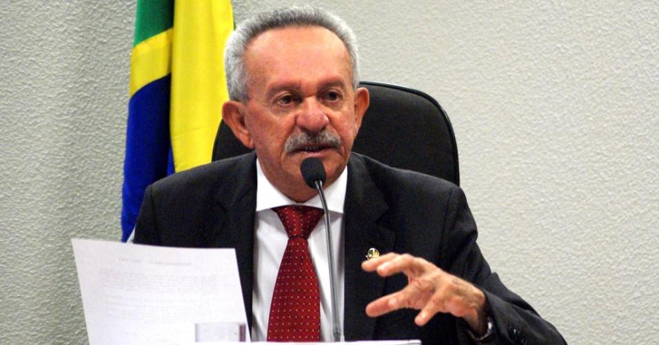 19.dez.2014 - BENEDITO DE LIRA - o senador (PP-AL) foi citado por Paulo Roberto Costa, ex-diretor de Abastecimento da Petrobras, e não quis se pronunciar