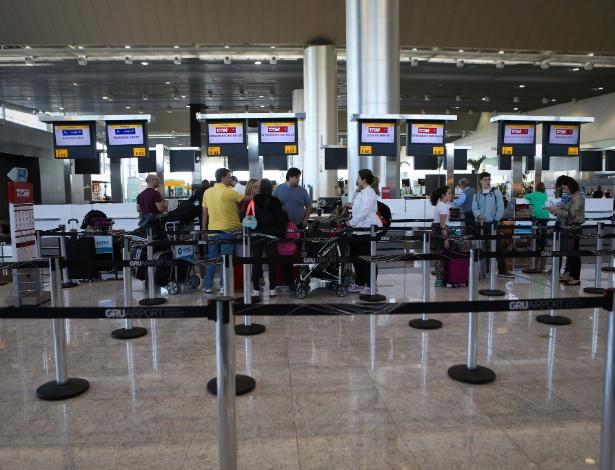 Saguão do Aeroporto Internacional de São Paulo, em Guarulhos - Zanone Fraissat/Folhapress