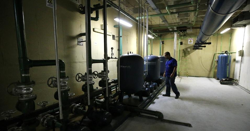 Como o reservatório do Santos Dumont tem uma capacidade muito grande, a água da chuva armazenada é filtrada e recebe cloro  para poder passar mais tempo armazenada
