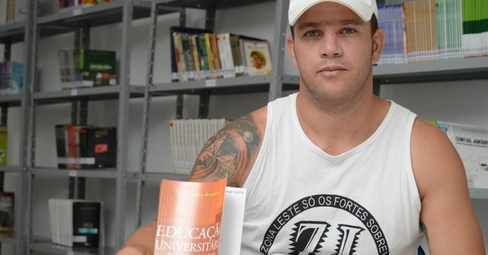 Condenado a 12 anos e 11 meses por assalto e descaracterização de veículo, Emerson Gabriel Lima, 30, quer fazer curso superior para trabalhar quando sair do presídio
