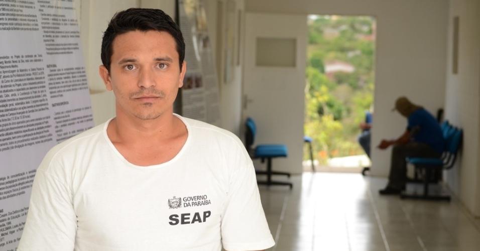 """Ivan Lacerda, 30, foi condenado a 19 anos de reclusão por homicídio e diz que é inocente. Ele é um dos reeducandos  da penitenciária Serrotão e pretende cursar direito. """"Vou provar minha inocência"""", diz ele que já lê livros sobre legislação"""