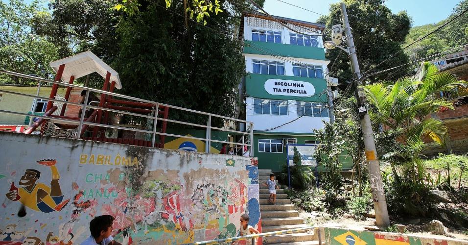 O telhado verde foi construído sobre a laje da escolinha Tia Percília, que oferece aulas de reforço a crianças da comunidade