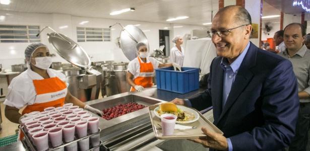 O governador de SP, Geraldo Alckmin, participa de almoço no restaurante Bom Prato