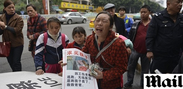 Chinesa tentou vender na rua o bebê do casal para arrecadar fundos para operação