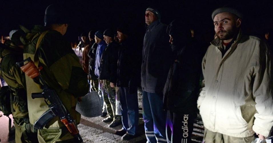 26.dez.2014 - As autoridades da Ucrânia e os separatistas pró-Rússia efetuaram nesta sexta-feira (26) uma troca de prisioneiros de guerra, apesar de horas antes terem cancelado a terceira rodada de negociações de paz em Minsk, na Belarus. Segundo informou a agência russa