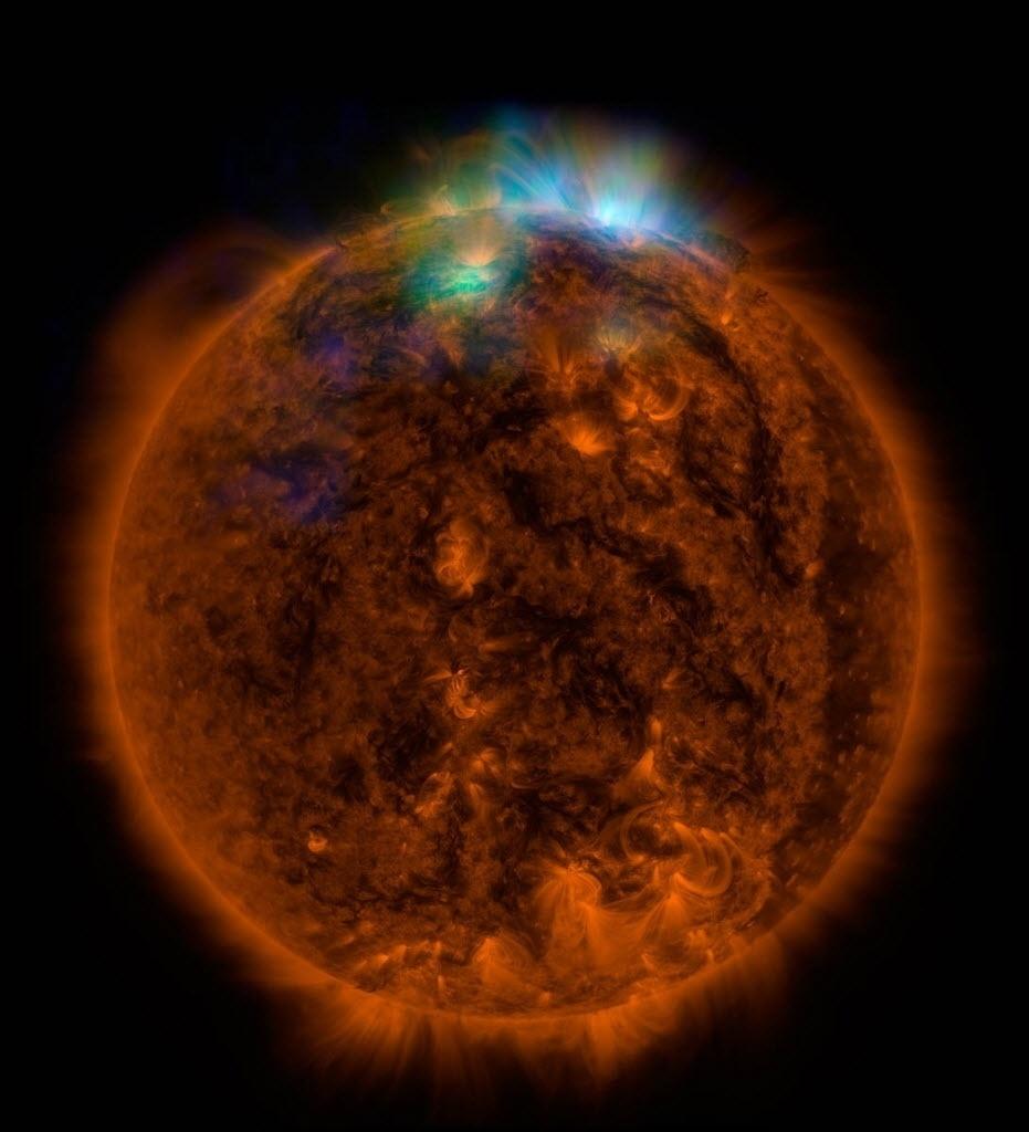 27.dez.2014 - TELESCÓPIO SUPERPOTENTE - Um potente telescópio de raio-x inicialmente construído para observar galáxias distantes e buracos negros está sendo usado para estudar o Sol. Uma primeira imagem feita pelo aparelho impressionou cientistas, que agora acreditam que ele pode ajudá-los a resolver uma série de questões relativas à física solar. Colocado em órbita em 2012 pela Nasa, o telescópio Nustar consegue observar regiões distantes do universo ao captar raios-x de alta energia. Recentemente, por exemplo, ele foi usado para permitir que cientistas medissem a velocidade de rotação de buracos negros