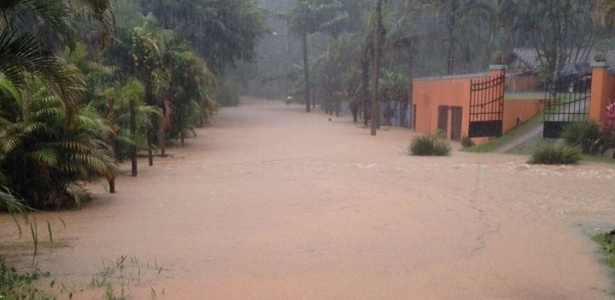 Fortes chuvas inundaram rua do município de São Sebastião, no litoral norte de São Paulo, nesta segunda-feira (29) - Secom São Sebastião/Divulgação