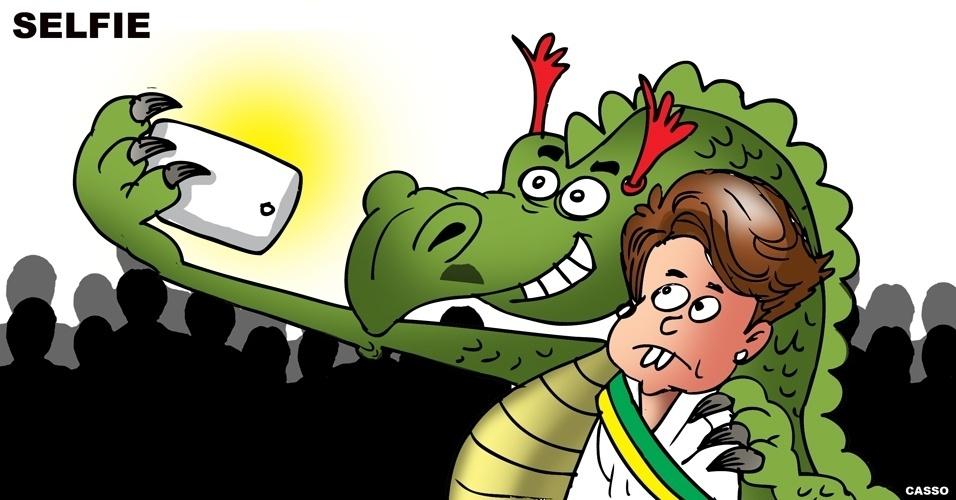 2.jan.2015 - Charge - dragão da inflação tira selfie com Dilma Rousseff no dia da posse da presidente reeleita