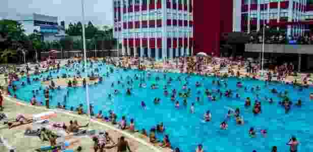 3.jan.2015 -  A piscina externa do Sesc Belenzinho durante o verão - Cris Faga/Fox Press Photo/Estadão Conteúdo