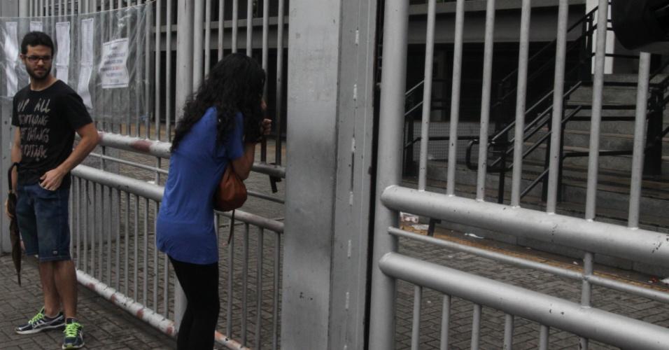 04.jan.2015 - Candidata chega atrasada ao campus Memorial da Uninove, na zona oeste de São Paulo