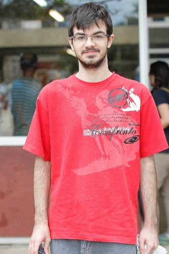04.jan.2015 - Gustavo Aragon, de 17 anos, disse ter ficado surpreendido com o tema de redação da Fuvest 2015