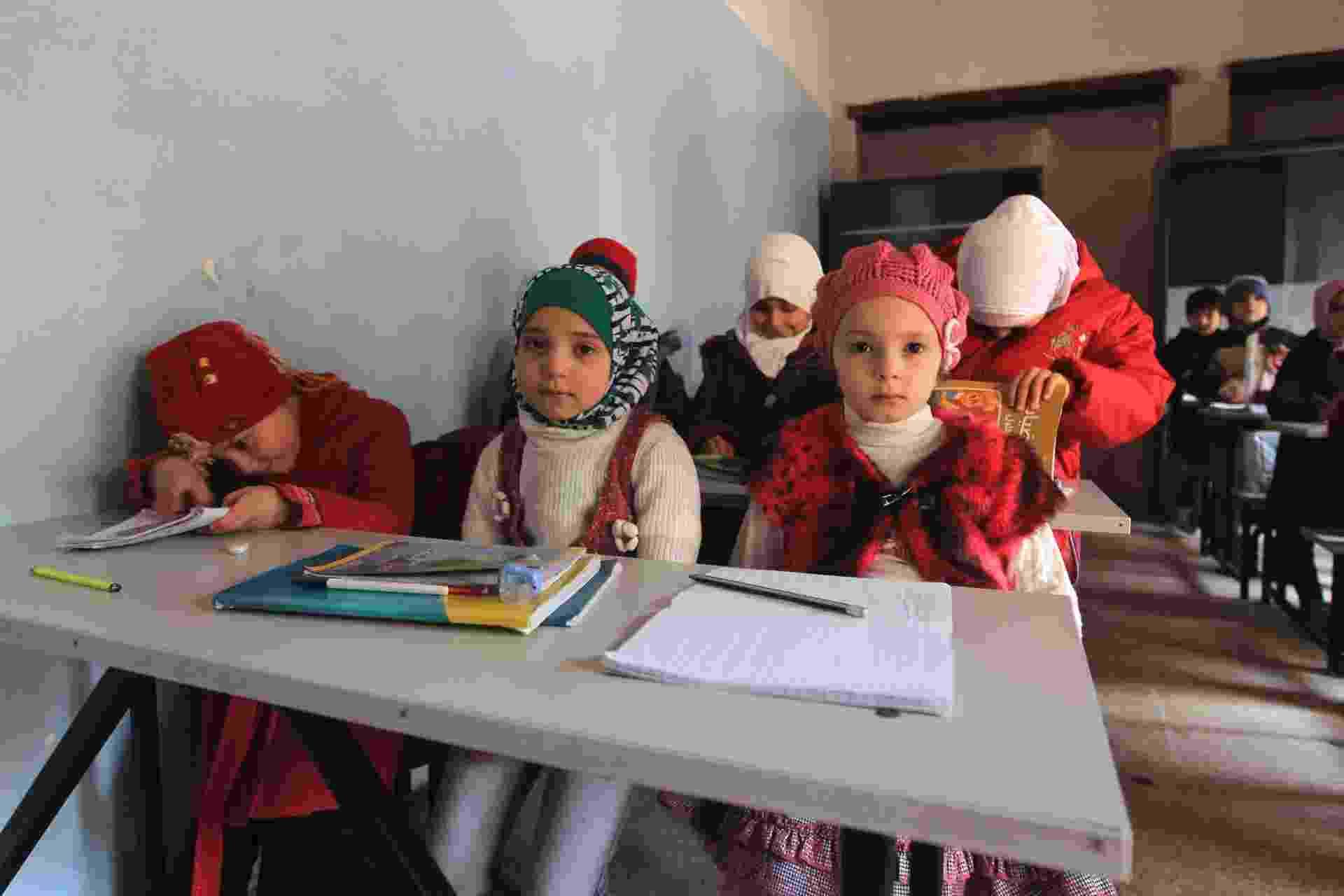 3.jan.2015 - Crianças assistem aula em uma escola em Aleppo, na Síria - Reuters/Jalal Al-Mamo