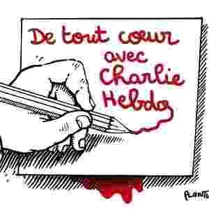 7.jan.2015 - O cartunista Jean Plantureux, mais conhecido como Plantu, fez uma charge nesta quarta-feira (7) para homenagear os mortos no ataque à sede da revista Charlie Hebdo em Paris, França. Na ilustração, uma mão escreve com lápis vermelho 'Inteiramente com Charlie Hebdo' (em tradução do francês). Homens armados abriram fogo ao escritório e mataram ao menos 12 pessoas, entre elas os cartunistas Jean Cabut, Stephane Charbonnier, Georges Wolinski e Bernard Verlhac. Não há informações sobre quem seriam os atiradores e o que os motivou, mas a revista já publicou ilustrações satíricas sobre líderes muçulmanos e foi ameaçada por divulgar caricaturas de Maomé há três anos - Reprodução/ Twitter