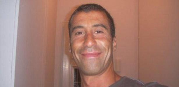 """O policial Ahmed Merabet foi mortos pelos terroristas que atacaram a redação da revista """"Charlie Hebdo"""" - Reprodução/Twitter"""