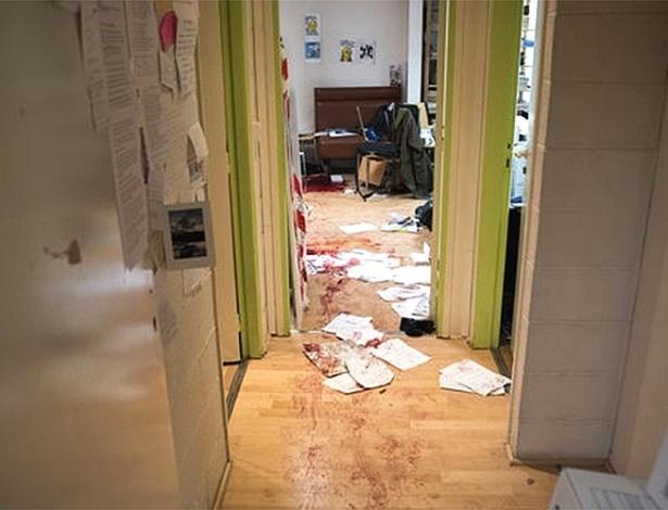 """Imagem divulgada pelo jornal francês """"Le Monde"""" mostra como o escritório da revista satírica """"Charlie Hebdo"""" ficou após o ataque que matou 12 pessoas - Reprodução/Le Monde"""