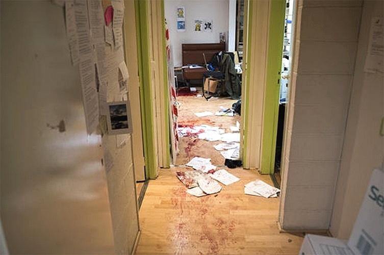 """8.jan.2015 - Imagem divulgada pelo jornal francês """"Le Monde"""" mostra como o escritório da revista satírica """"Charlie Hebdo"""" ficou após o ataque que matou 12 pessoas, em Paris"""