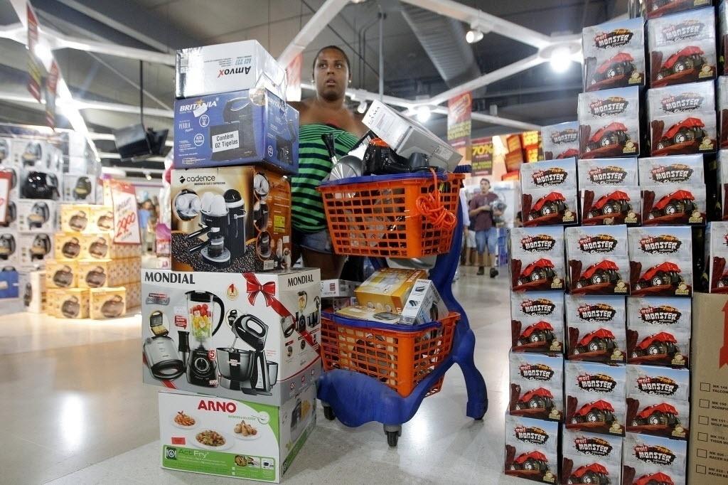 Grandes lojas levam multa de R  28 milhões por venda casada de seguros -  20 01 2015 - UOL Economia a6c5b6a091642