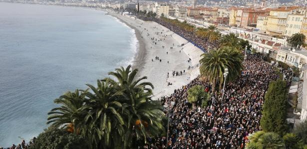 Manifestações silenciosas na França reúnem 200 mil pessoas - Valery Rache/AFP