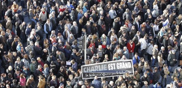Em Marselha, milhares de pessoas se reúnem em marcha em memória das vítimas - Sebastien Nogier/EFE