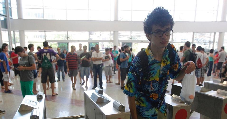 11.jan.2015 - Candidatos começam a entrar em local de prova para o início da segunda fase do vestibular 2015 da Unicamp (Universidade Estadual de Campinas). As provas começam neste domingo (11) e vão até terça-feira (13). São esperados 15.444 candidatos para esta etapa do processo seletivo