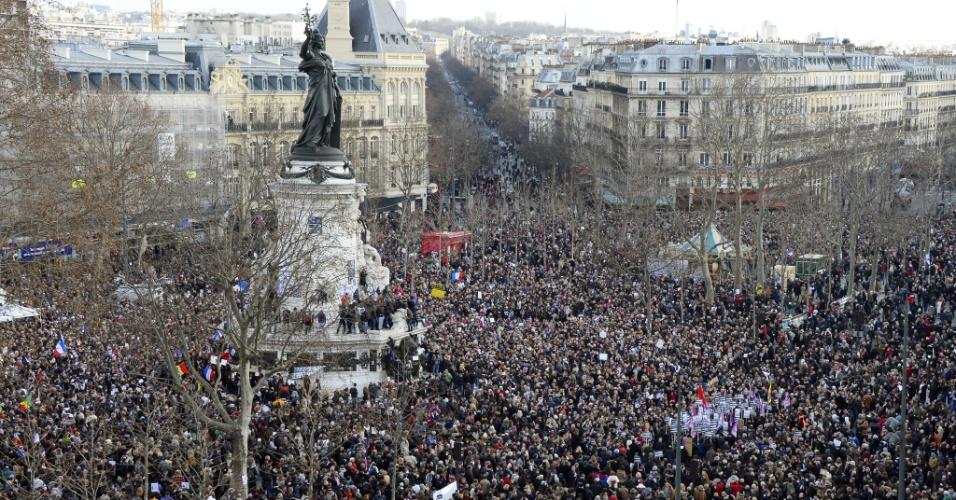 11.jan.2015 - Cresce o número de manifestantes concentrados na praça da República, em Paris, para ato contra os atentados terroristas na França. A expectativa é que mais de 1 milhão de pessoas concentrem-se na capital francesa