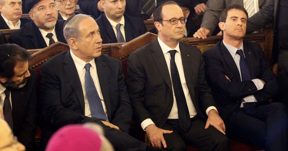11.jan.2015  - O presidente francês, François Hollande, e o primeiro-ministro israelense, Benjamin Netanyahu, foram ovacionados, neste domingo à noite (horário local), ao entrarem na Grande Sinagoga de Paris.