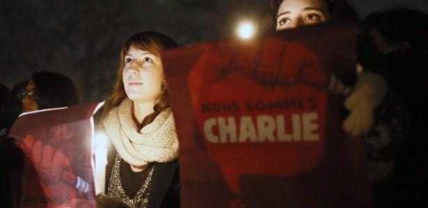 Marcha segue noite adentro em Paris - Ian Langsdon/EFE/EPA