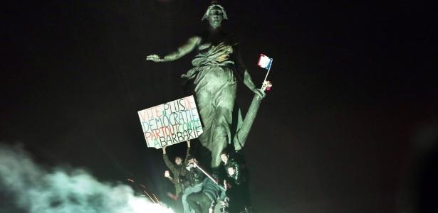 Mais democracia, menos barbárie - Joel Saget/AFP