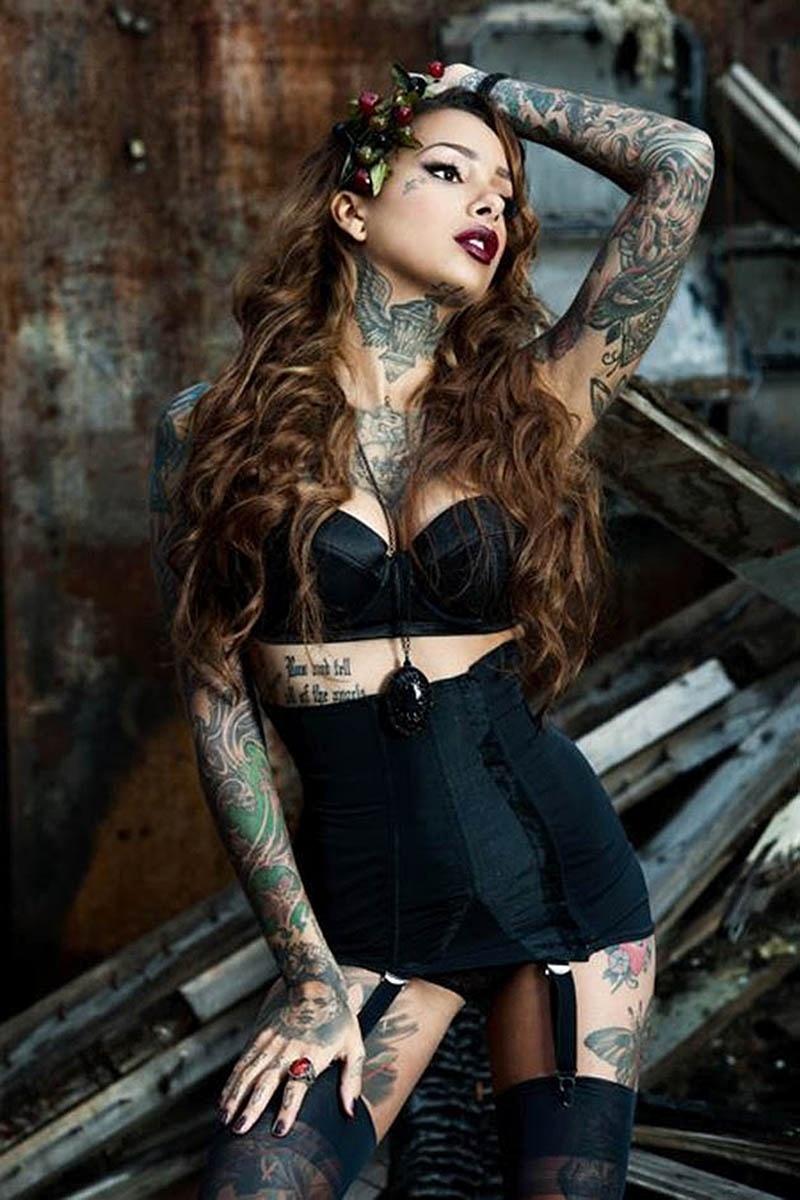 12.jan.2015 - A modelo Cleo Wattentröm é uma das pin-ups que ganham destaque nas convenções internacionais de tatuagem, com seu visual sexy. Ela está entre as atrações do chamado burlesco