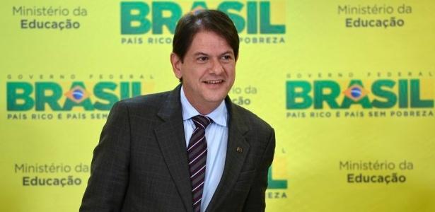 Justiça condena Cid Gomes a pagar R$ 50 mil a Eduardo Cunha por
