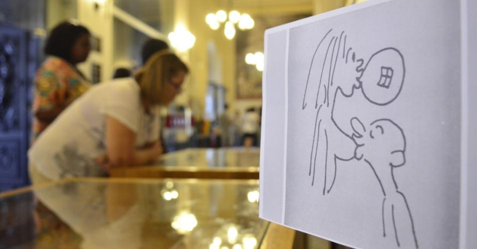 """14.jan.2015 - A Biblioteca Nacional, localizada em Brasília (DF), expõe trabalhos do cartunista Wolinski, morto no atentado contra a revista """"Charlie Hebdo"""" em Paris no dia 7 de janeiro. São 20 trabalhos publicados na revista Grilo durante os anos 1970"""