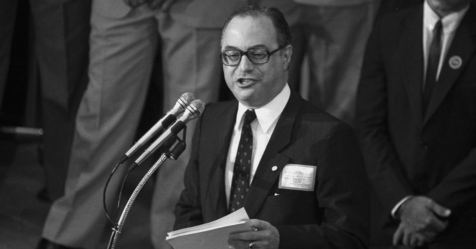 14.jan.2015 - O candidato à Presidência da República Paulo Maluf discursa antes de votação do Colégio Eleitoral no Congresso Nacional, em Brasília, em 15 de janeiro de 2015