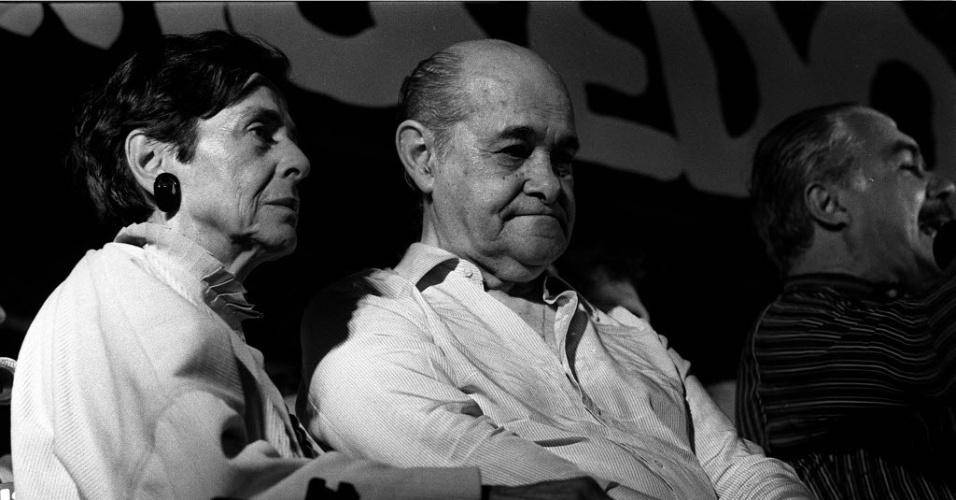 14.jan.2015 - Tancredo Neves aparece ao lado de Lucy Montoro, mulher do ex-governador de São Paulo Franco Montoro, durante comício de apoio a sua candidatura na praça da Sé, na área central de São Paulo, em janeiro de 1985