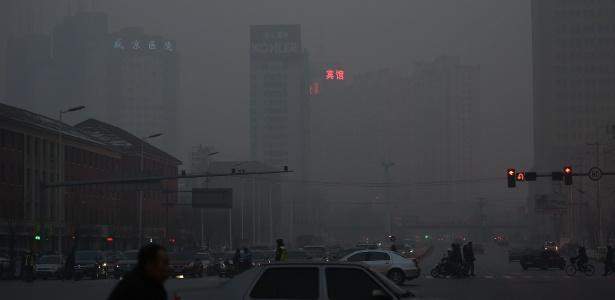 Poluição na cidade de Shenyang, capital da província de Lianing, no noroeste da China