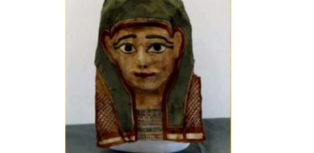 Esta máscara de múmia é uma das que foi desmontada por pesquisadores da Universidade Evangelista de Acadia, no Canadá, e revelou um antigo papiro. Em uma máscara semelhante, os cientistas encontraram o mais antigo evangelho, que data do primeiro século